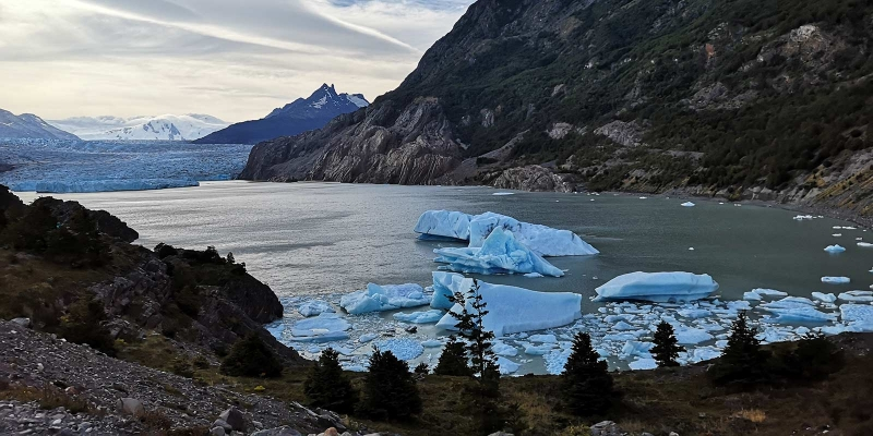 grey_glaciar_lake_darkening_1