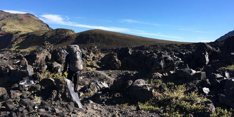 hiking_volcanoe-stones