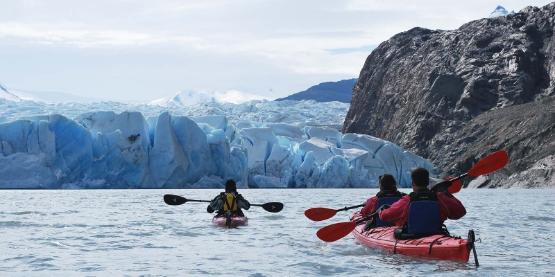 kayak_grey-lake