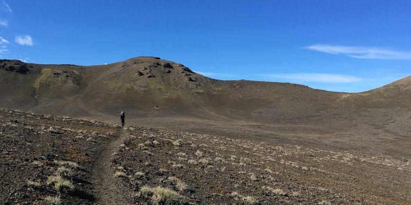 trail_volcanoe_trek_blue-sky